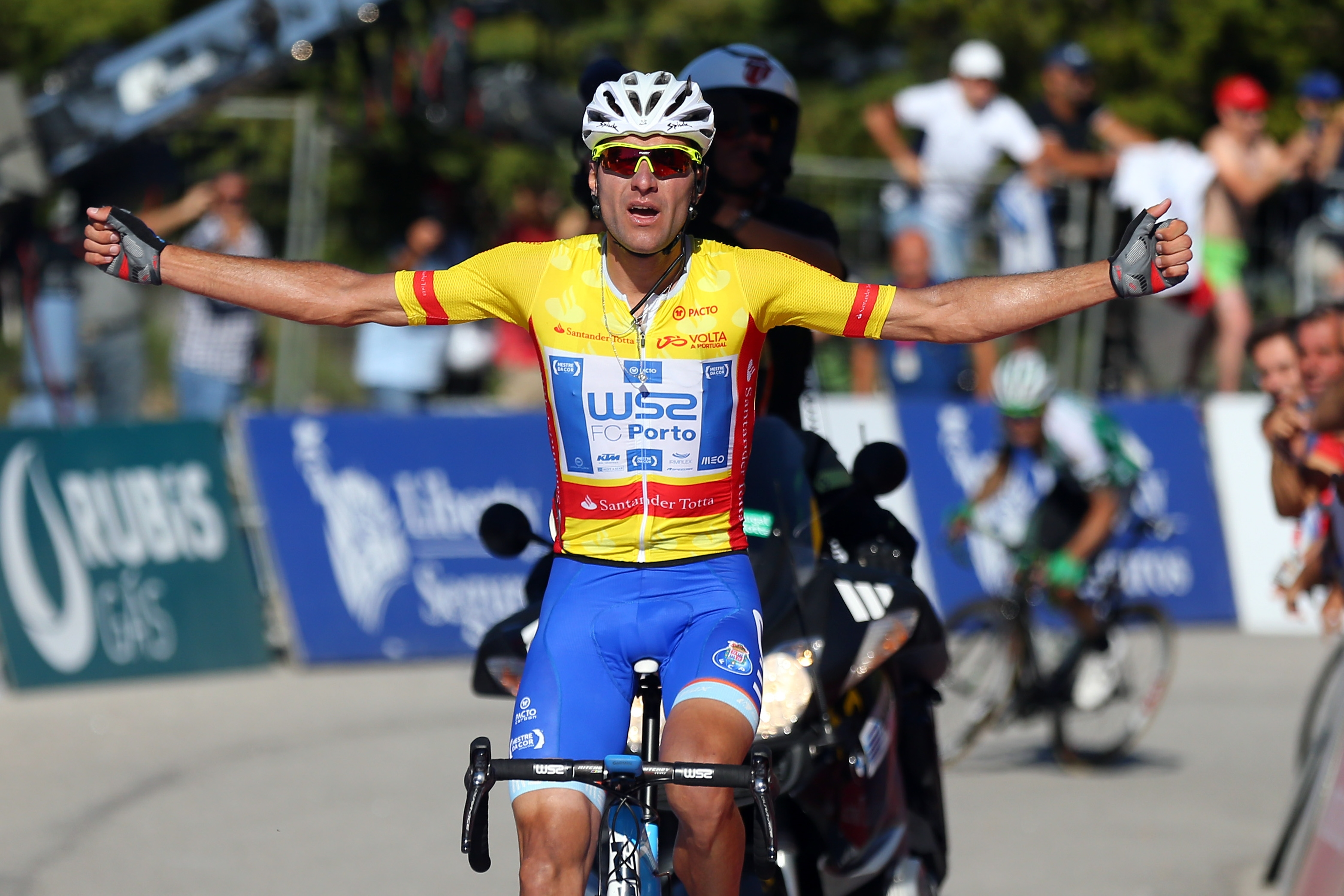 Photo of Raul Alarcon wins third stage of the Tour of Portugal and takes the lead of the race