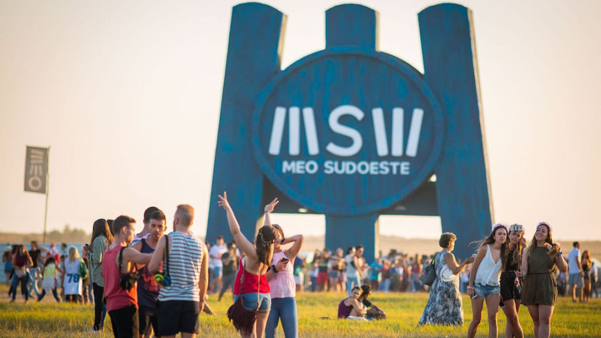 Photo of Meo Sudoeste 'warms' Zambujeira do Mar with thousands of participants