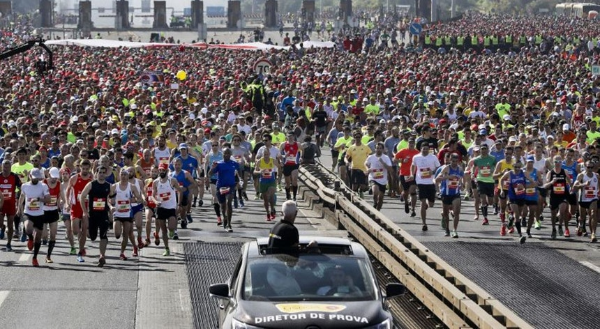 Photo of Ethiopian victories Getachew and Dadiso in the Lisbon Marathon