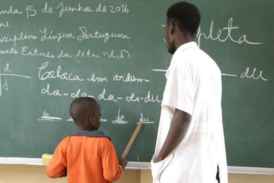 Photo of Primary education becomes free in Angola