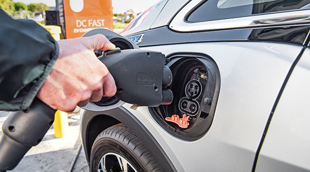 Photo of Electric cars pollute more in production but compensate later