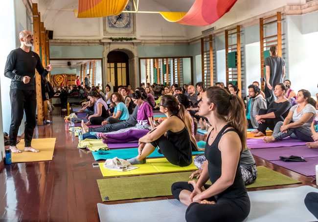 Photo of Porto receives a course of Yoga teacher of Jean-Pierre de Oliveira