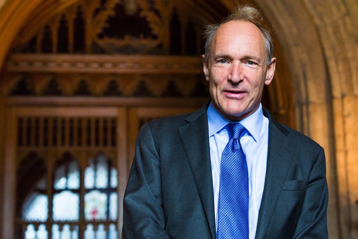 Photo of 'Father of the Internet' lauds data protection law