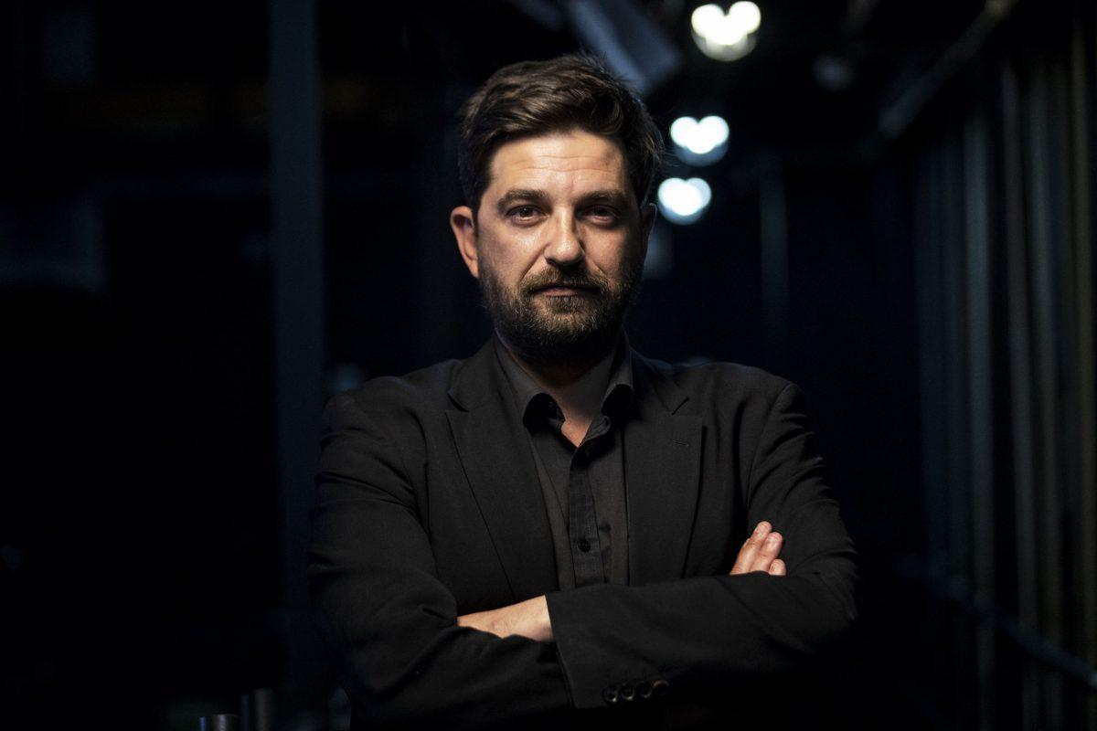 Photo of Minister congratulates Tiago Rodrigues on the European Theater Award