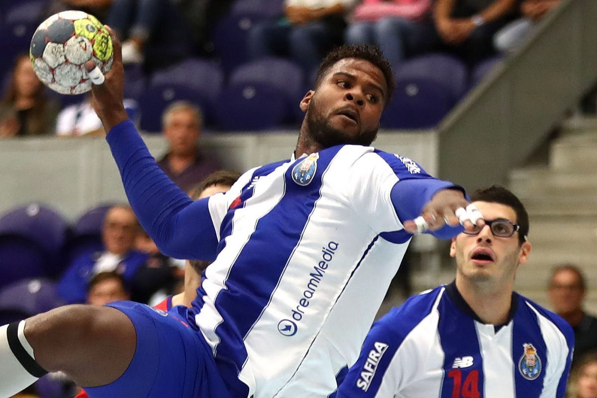 Photo of FC Porto wins Handball Super Cup