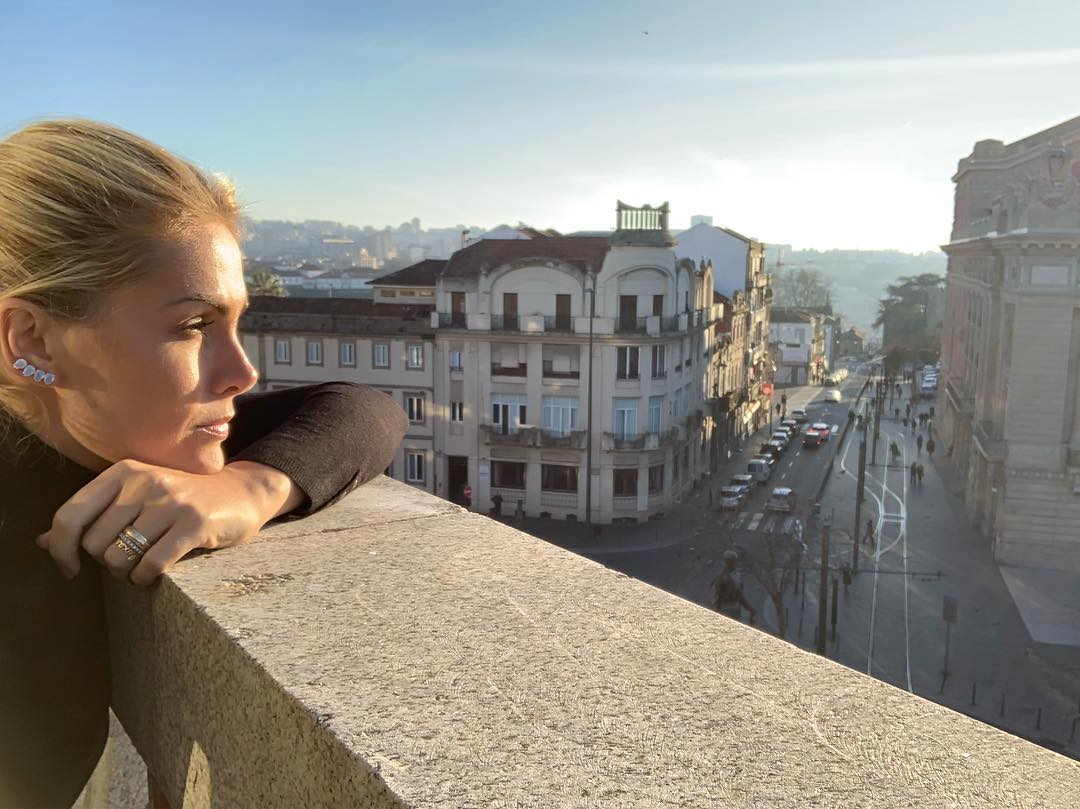 Photo of Presenter Ana Hickmann enchanted with the beauty of Portugal