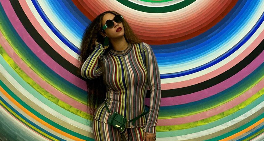 Photo of Beyoncé dazzles with Portuguese brand look
