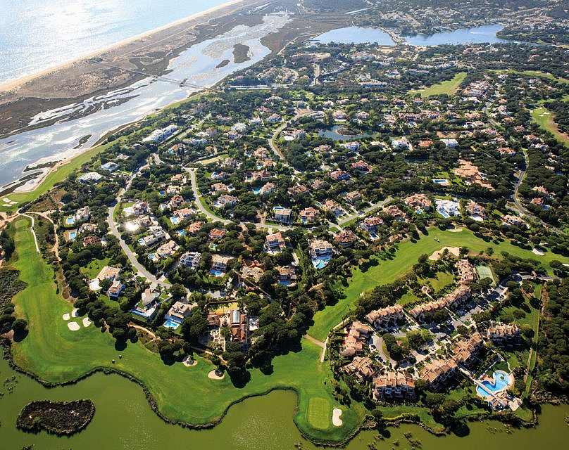 Photo of Looking for a job in the South? Quinta do Lago has 165 places for several areas
