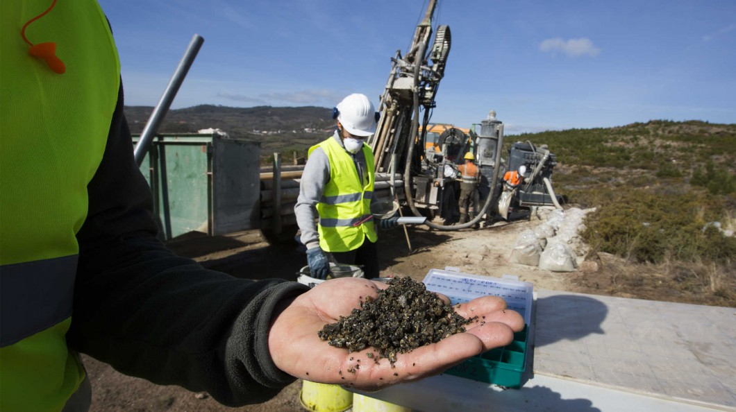 Photo of Investment in lithium mine will help produce hundreds of batteries