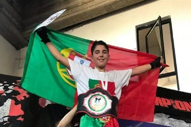 Photo of The kickboxing world champion is 15 years old and is Portuguese.