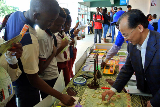 Photo of Mozambique-China cultural fair brings together hundreds of people