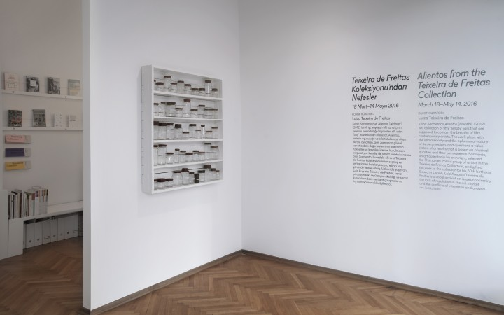 Photo of Teixeira de Freitas shows 300 works at an exhibition in Madrid