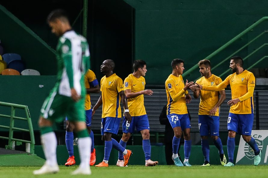 Photo of European defeat in Alvalade ends with whistles and white scarves