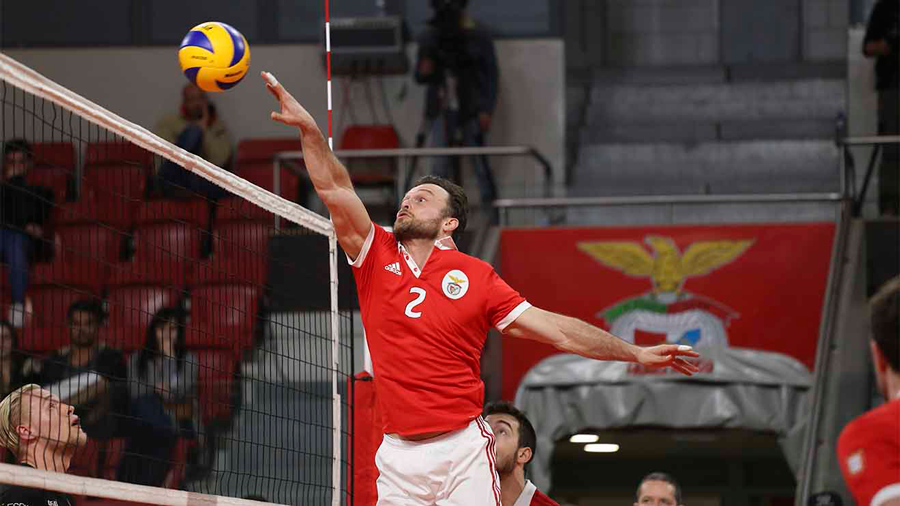 Photo of Benfica in the final of the Volleyball Cup, after winning Académica São Mamede