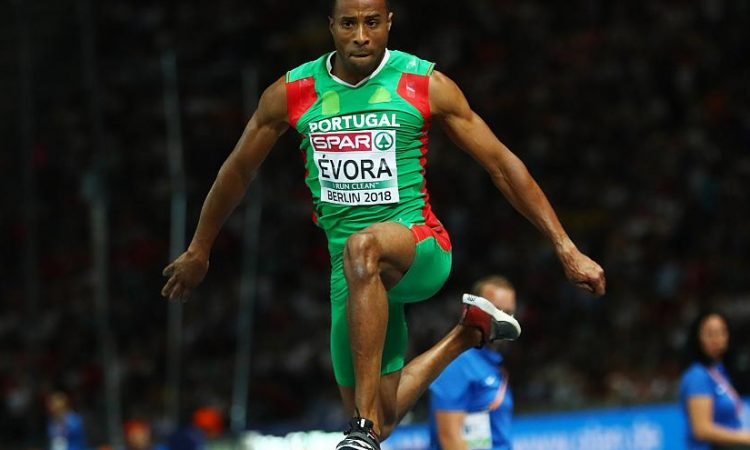 Photo of Nelson Évora in the final of the triple-jump in the European athletics