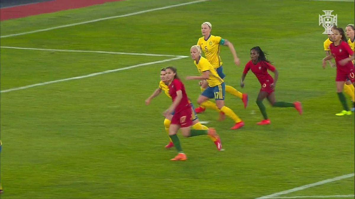 Photo of Cláudia Neto slaughtering Sweden in the Algarve Cup