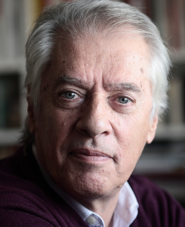 Photo of Writer João de Melo distinguished with the Cultural Merit Medal