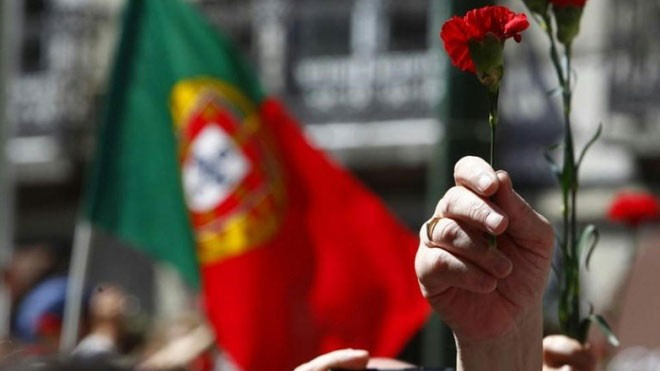 Photo of Thousands parade in Lisbon to remember carnation revolution
