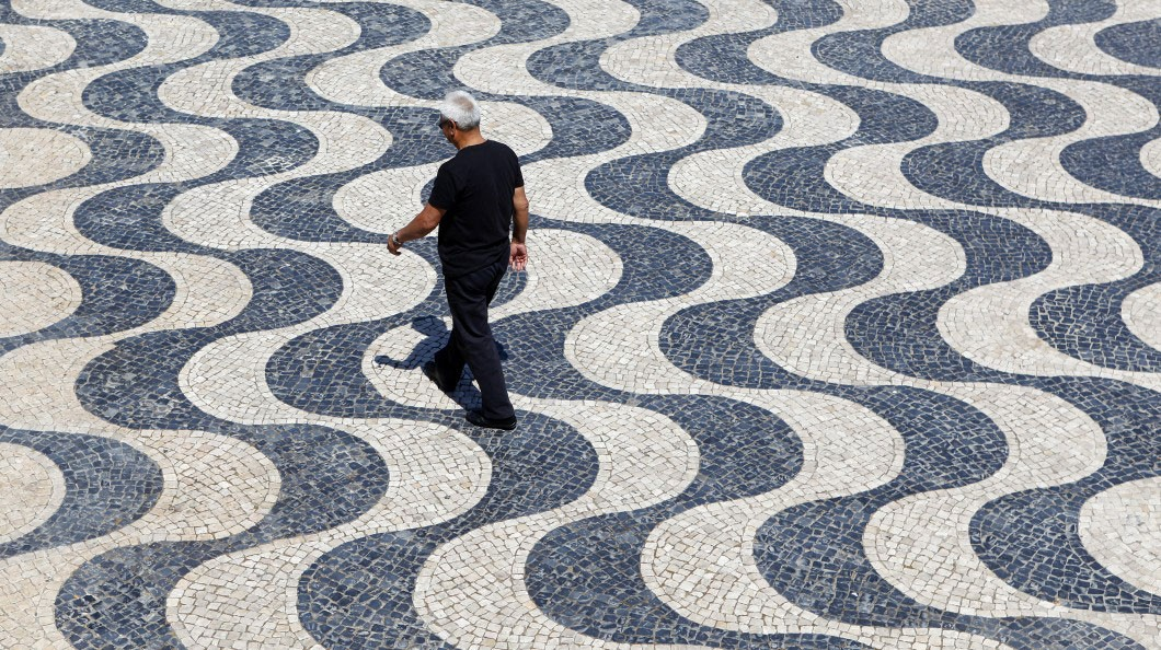 "Photo of New York Times describes Portuguese pavement as a ""tapestry"""