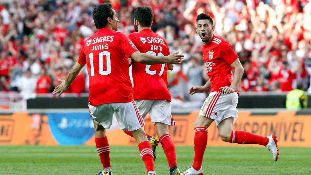 Photo of Benfica in the leadership, one point to the title