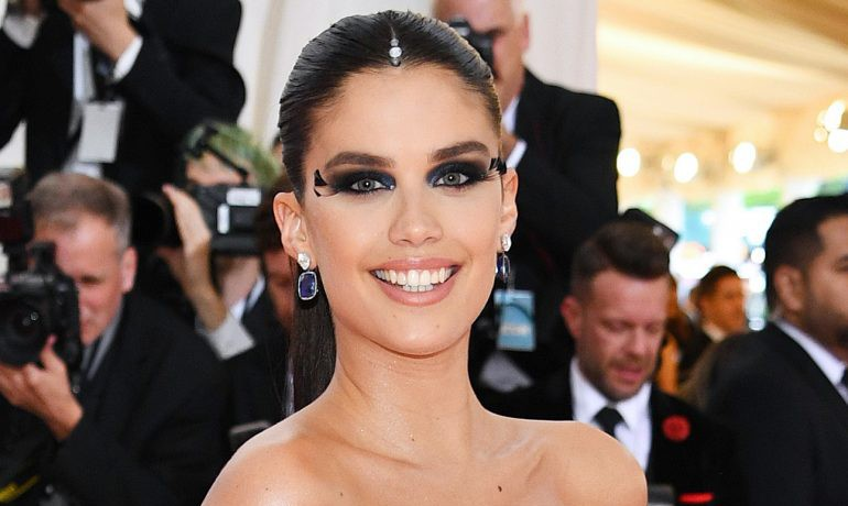 Photo of Gorgeous Sara Sampaio at the Met Gala
