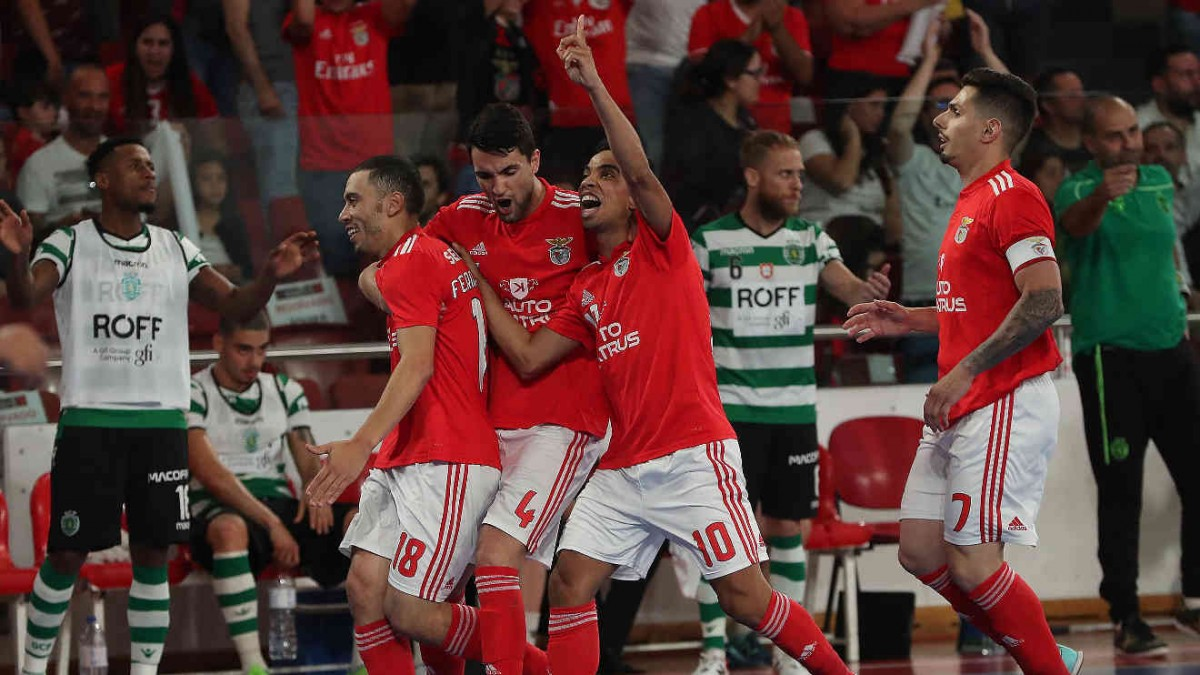Photo of Benfica in front of the final of the play-off with victory over Sporting
