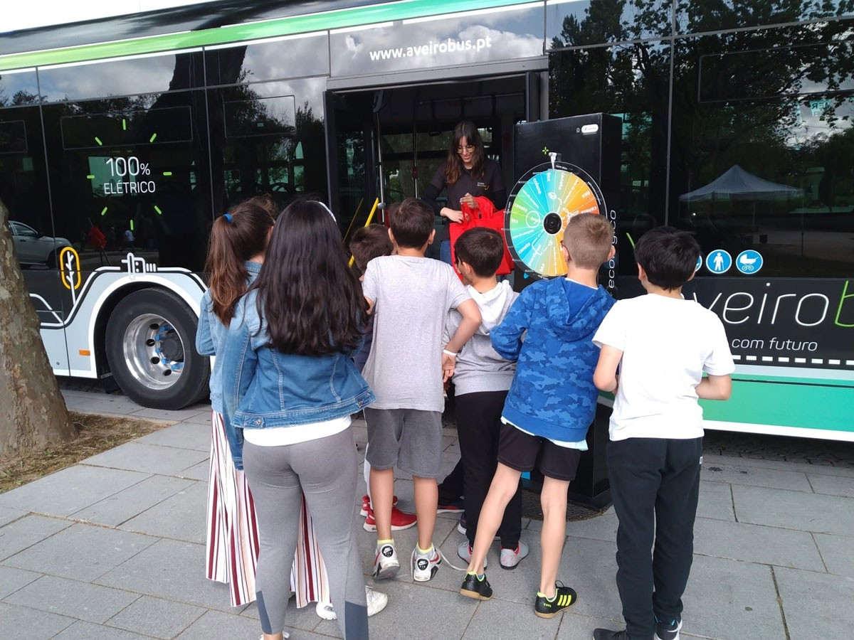 Photo of Three thousand children celebrate ecological mobility with AveiroBus