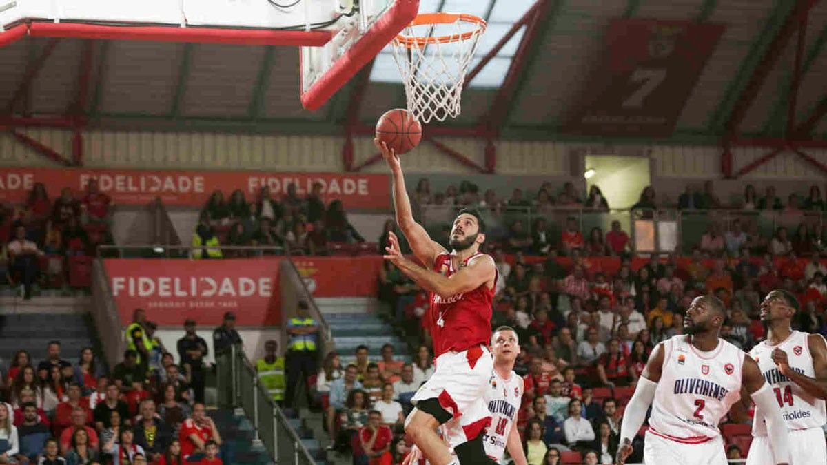 Photo of Benfica 'sinks' in the Luz: Oliveirense becomes two-time national champion