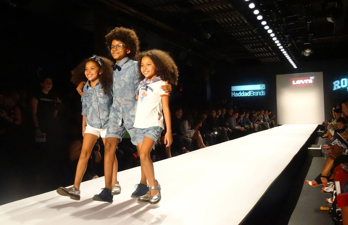 Photo of Portuguese brands of children's fashion 'parade' today in Florence
