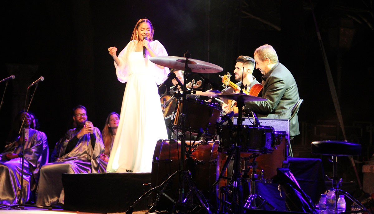 Photo of Raquel Tavares and Gospel Collective