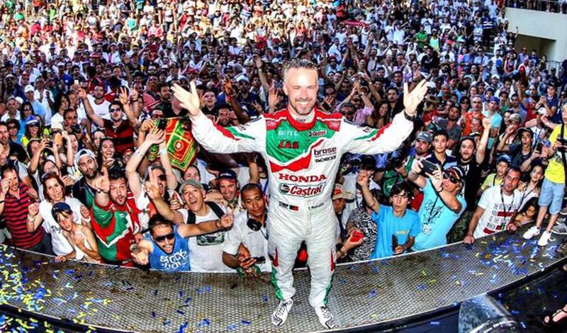 Photo of Tiago Monteiro wins third WTCR race in Vila Real