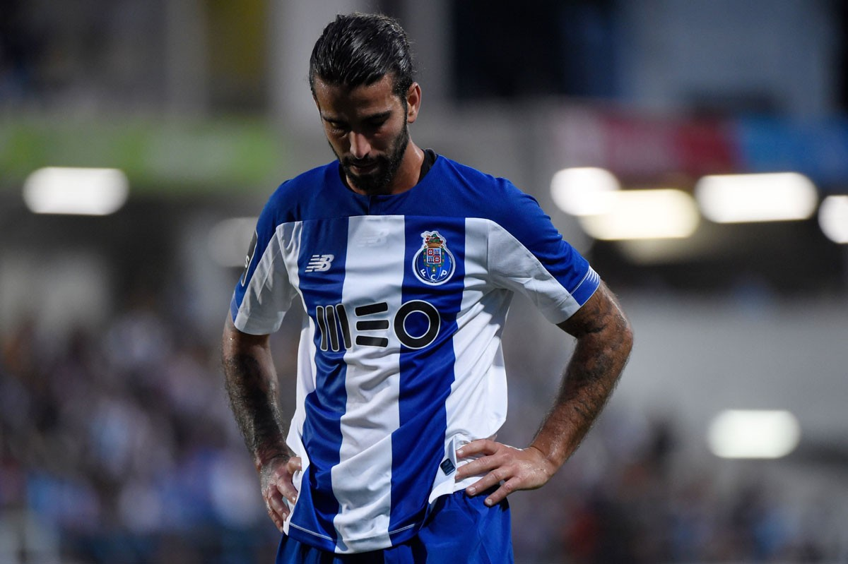 Photo of FC Porto draws with Academico de Viseu in the first leg of the semi-finals