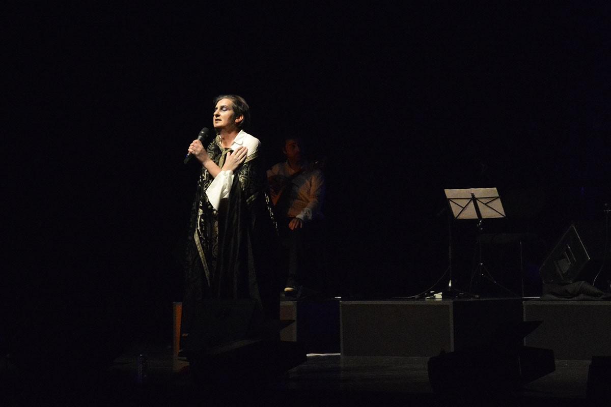"Photo of ""Há Fado no Cais"" on the CCB stage with Paulo Bragança"