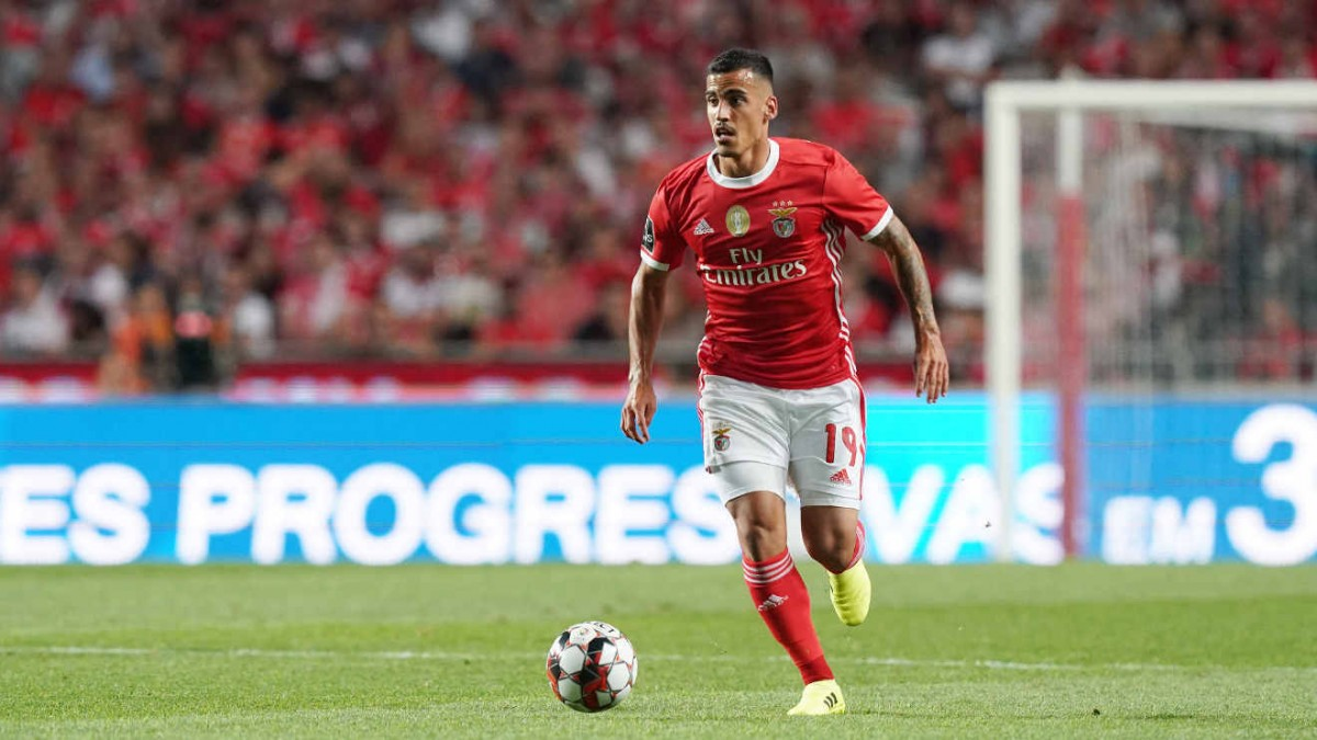 Photo of Ferro scores, and saves Benfica against Tondela