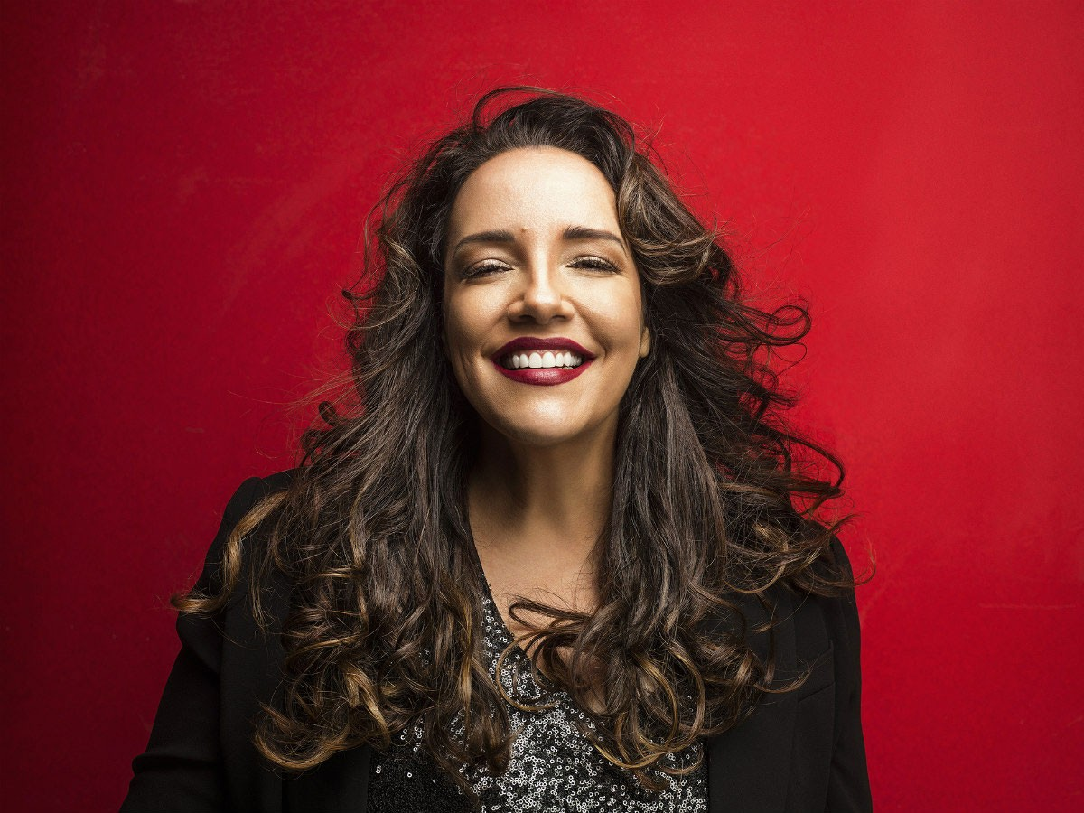 Photo of Ana Carolina with four shows in Portugal in April