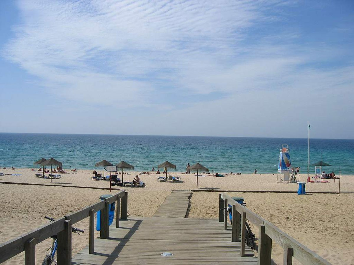 Photo of Info Praia will give information to indicate if we can go to the beach