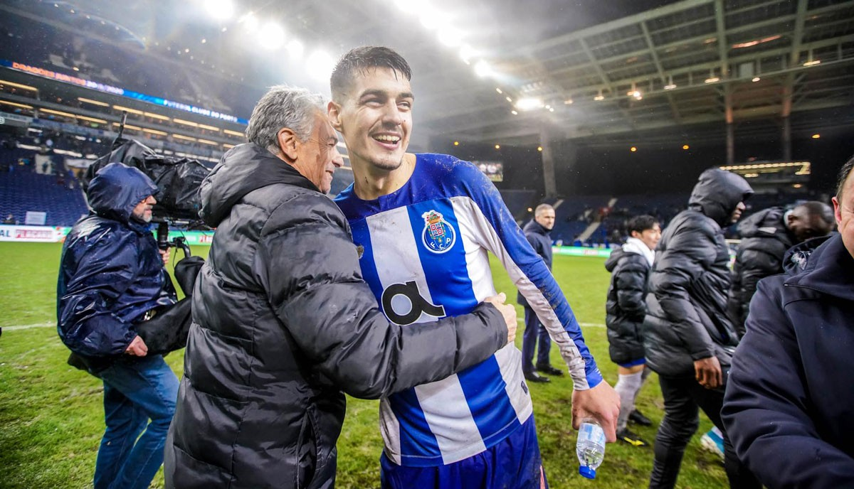 Photo of FC Porto beats Portimonense