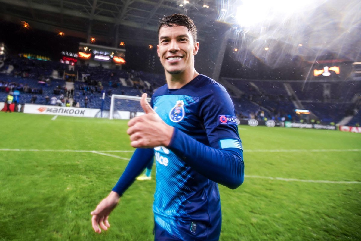 Photo of FC Porto beats Feyenoord and finishes first in group G