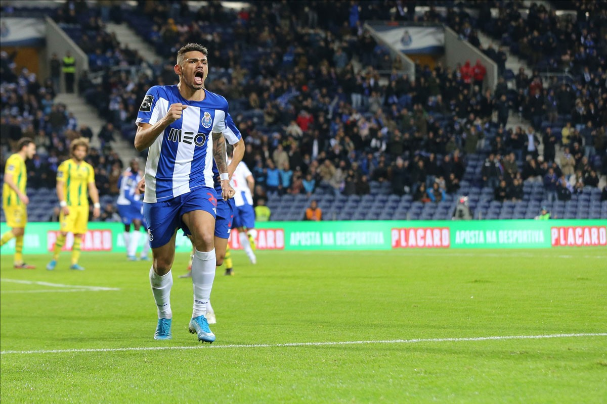 Photo of FC Porto wins at home with Tondela