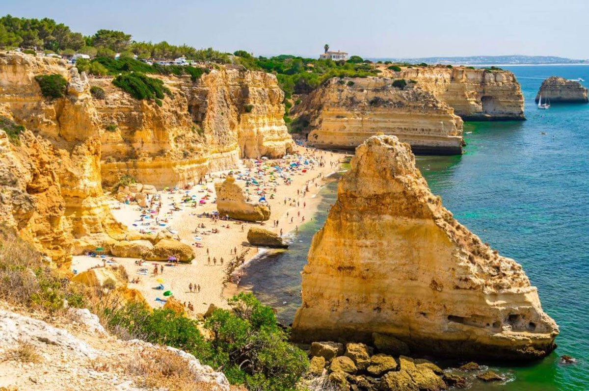 Photo of Praia da Marinha – Facilities