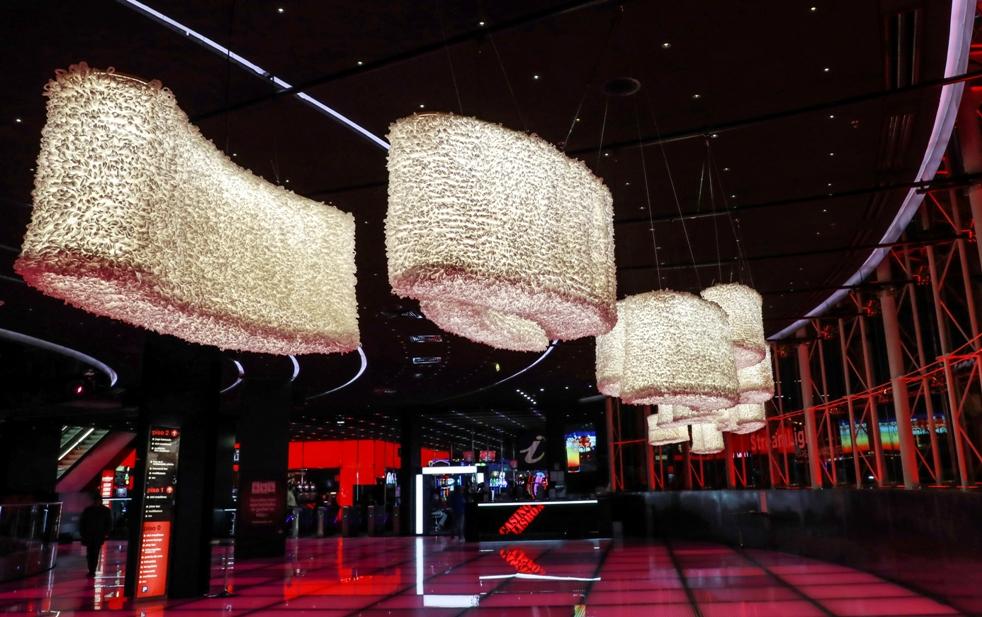 "Photo of Installation ""StreamLight"" by Margarida Valente at the Casino Lisboa Art Gallery"