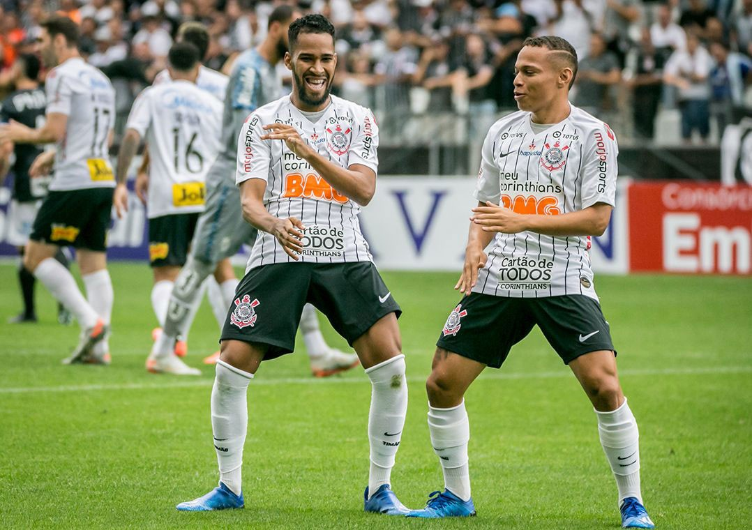 Photo of Corinthians beats Santos