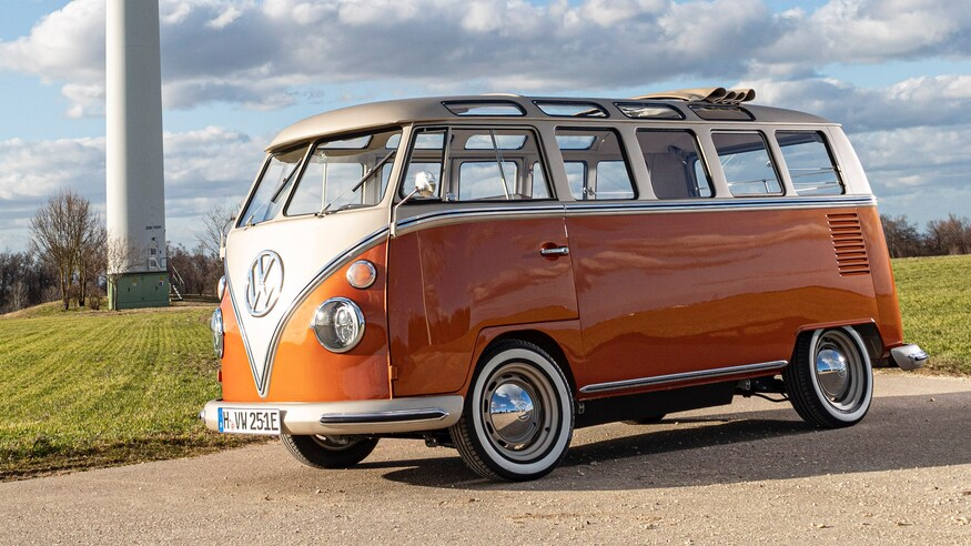 Photo of This Converted VW Microbus Concept is a Retro-Chic EV