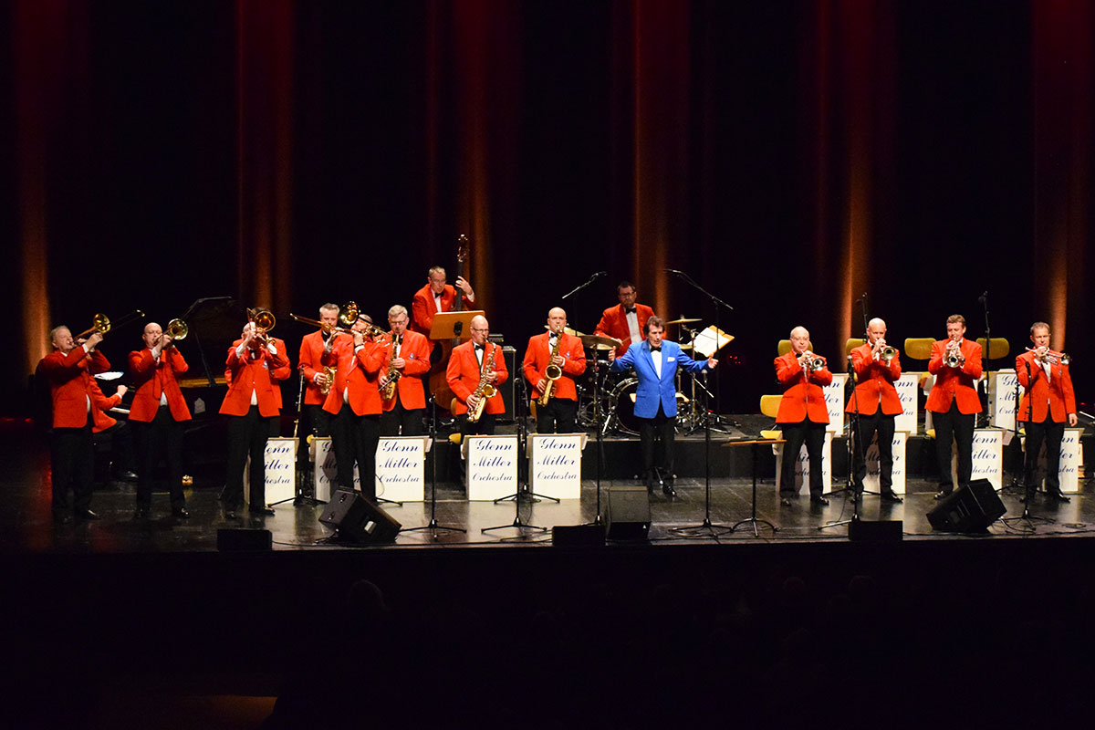 Photo of Glenn Miller Orchestra fills CCB with hits