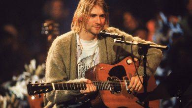 Photo of Kurt Cobain's guitar will be auctioned