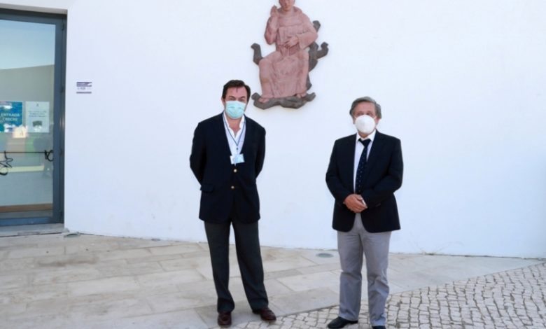 Photo of Estoril Sol donates 700 community masks to the Estoril Parish Center
