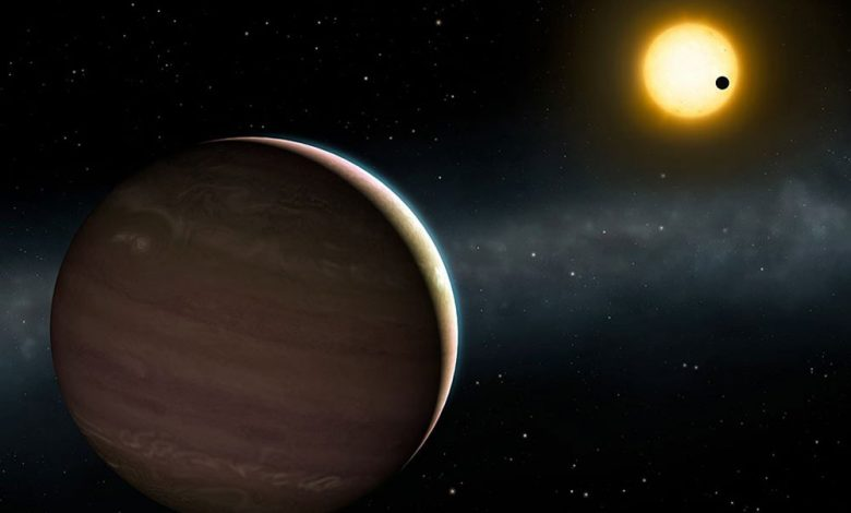Photo of UC scientist participates in the discovery of two exoplanets with strong interaction